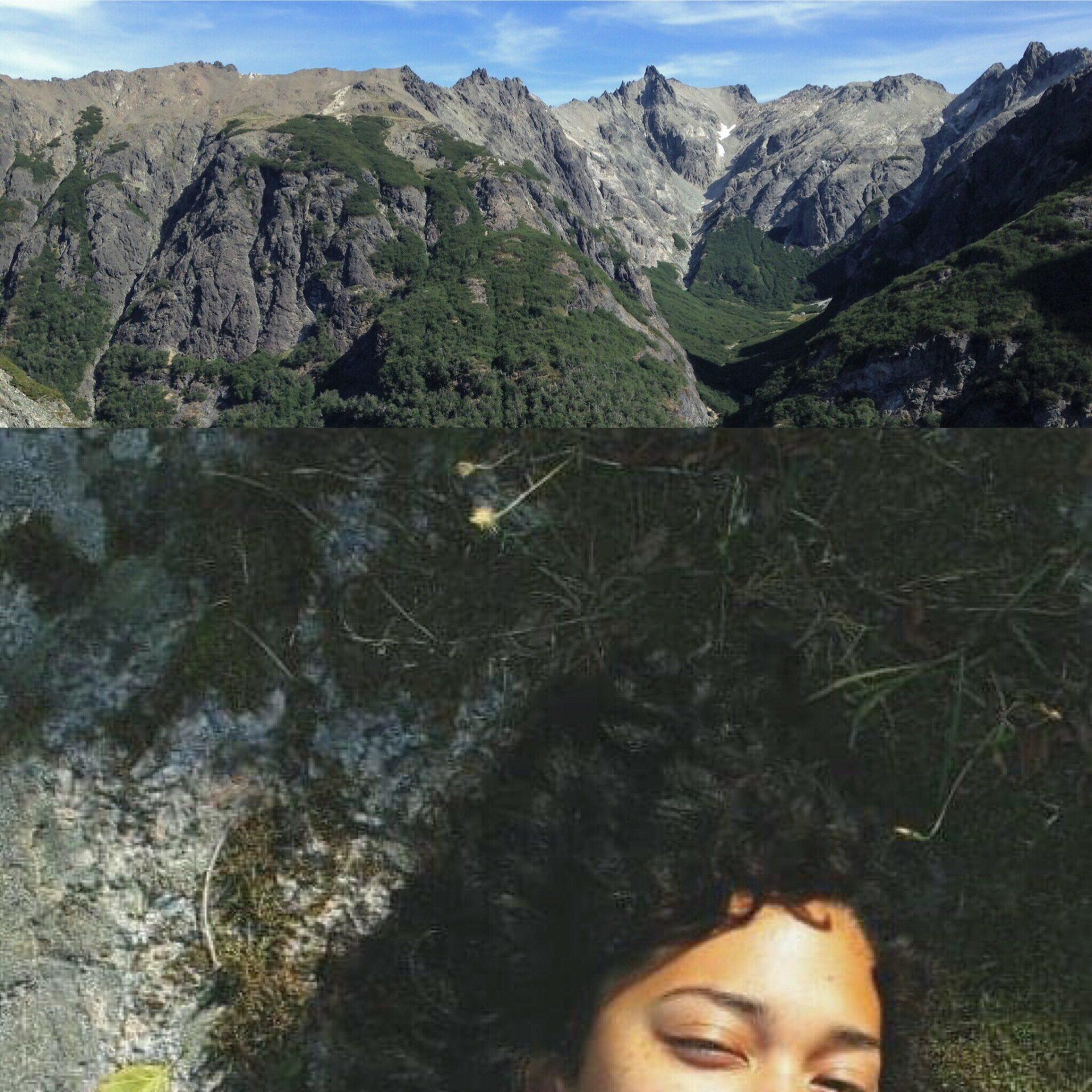 Yläpuolella: vuoria ja sininen taivas, toinen kuva: sammaleella makaava kiharatukkainen nainen.